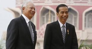 Presiden Jokowi (kanan) bersama Najib Razak dalam kunjungan kenegaraan (Reuters)