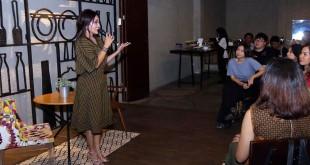 Patricia Siahaan, Istri calon Wakil Gubernur Sumatera Utara Sihar Sitorus berbicara tentang perempuan dan wirausaha di hadapan para entrepreneur muda di Manna House Medan, belum lama ini. (WOL Photo/Ist)