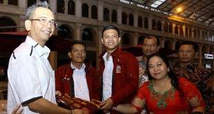 Calon Wakil Gubernur Sumatera Utara, Sihar Sitorus saat  deklarasi bersama PPTSB untuk mendukung pasangan Djoss, di Medan, Minggu (20/5). (WOL Photo/Ist)