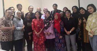 KETUA CAS19 Dr Nik Norma Nik Hasan dan sejumlah peserta seminar bersama usai presentasi.