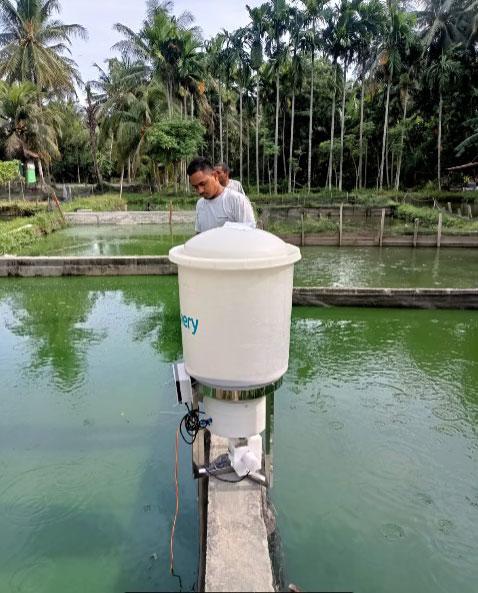 Dosen USK Edukasi Teknologi Smart Fish Feeder Berbasis IoT (e-Fishery) di Desa Dham Pulo Aceh Besar