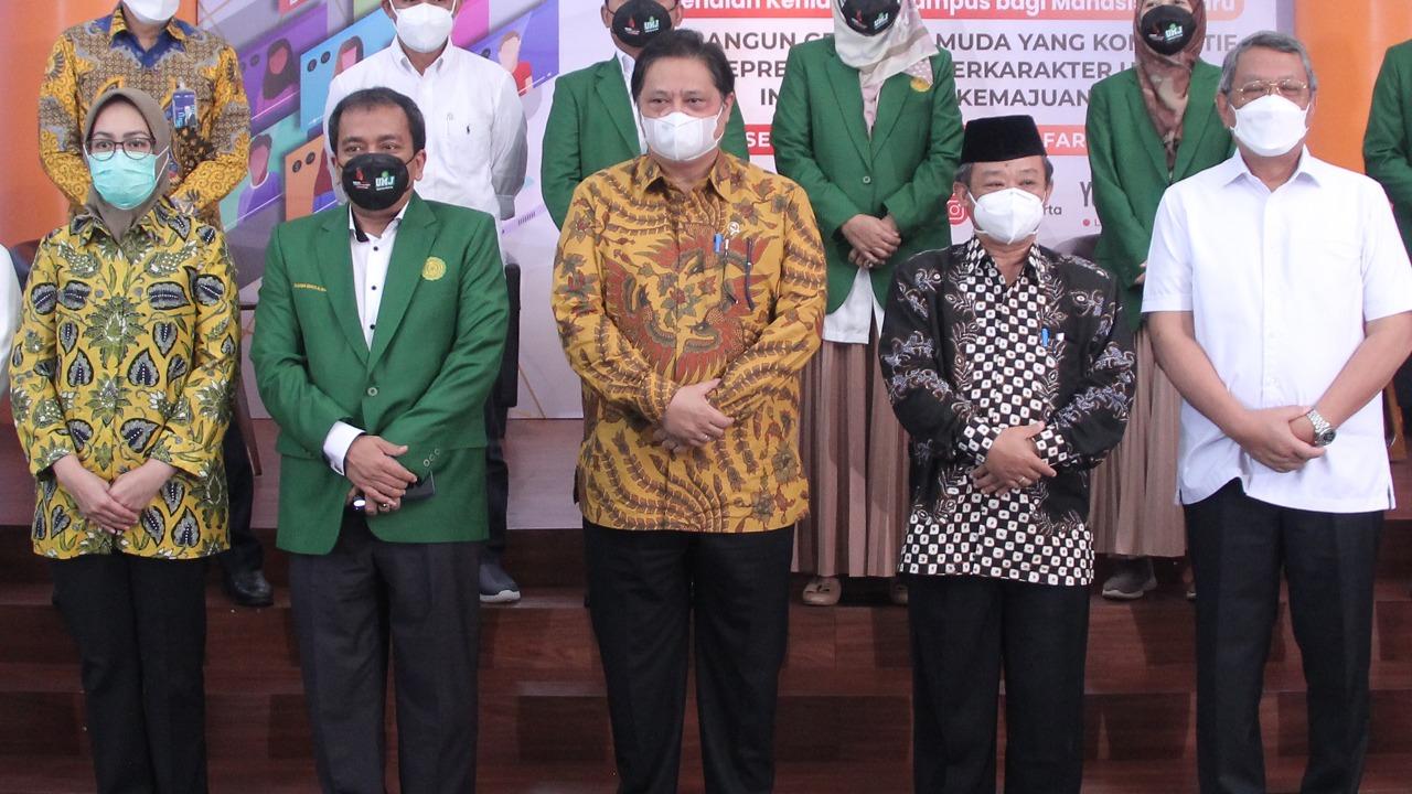 Menteri Koordinator Bidang Perekonomian Airlangga Hartarto menjadi Keynote Speech pada Program Pengenalan Kehidupan Kampus bagi Mahasiswa Baru (PKKMB) Universitas Muhammadiyah Jakarta, Rabu (15/9). (foto: Ist)