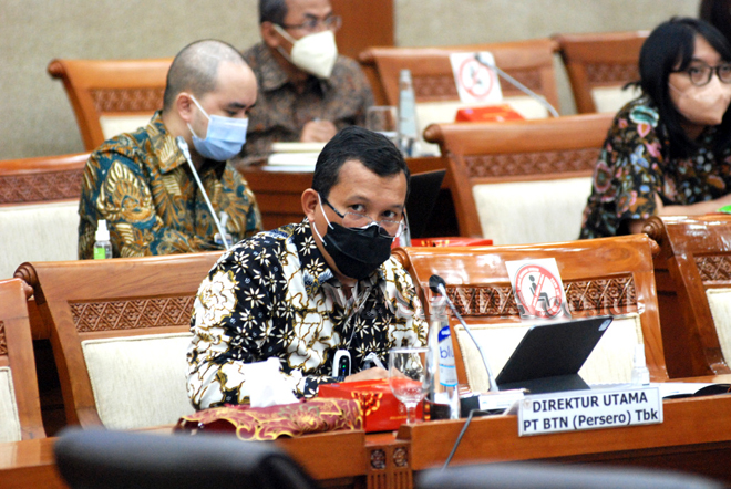 Direktur Utama PT Bank Tabungan Negara (Persero) Tbk, Haru Koesmahargyo, memaparkan rencana pembiayaan perumahan dalam lima tahun ke depan saat Rapat Dengar Pendapat (RDP) bersama Komisi VI Dewan Perwakilan Rakyat (DPR) RI, Jakarta, Kamis (9/9). BTN berencana akan membidik penyaluran Kredit Pemilikan Rumah (KPR) sekitar 1,2 juta hunian untuk MBR dalam lima tahun ke depan serta membutuhkan tambahan modal dalam bentuk Penyertaan Modal Negara (PMN) senilai Rp2 triliun pada 2022. (WOL Photo/rls/ryan)